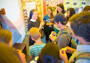 Jeden zo stánkov na Národnom stretnutí mládeže P15 v Poprade