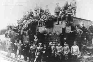 Príchod pancierového vlaku maďarskej Červenej armády do Prešova 8. júna 1919.