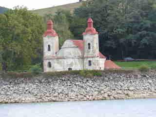 Barokovo-rokokový kostol sv. Štefana kráľa pri Domaši