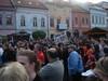 Na Hlavnej ulici sa zišlo mnoho Prešovčanov, ktorí sa zapojili do pokusu o najväčší rachot v Európe