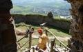 Na Kapušianskom hrade prebiehajú práce na jeho obnovu, opravujú ho nezamestnaní. Úrad práce im prepláca mzdu počas práce na hrade. (foto: TASR)